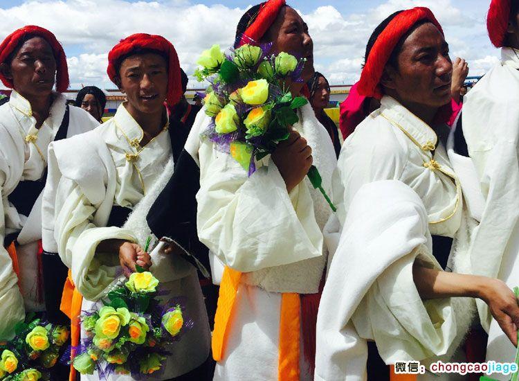 参加赛马节的藏族男人